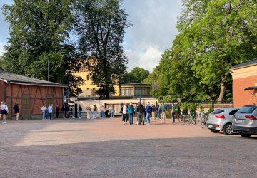 skolgården med studerande